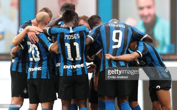 Cristiano Biraghi of FC Internazionale celebrates his goal with his teammates during the Serie A match between FC Internazionale and US Sassuolo at...