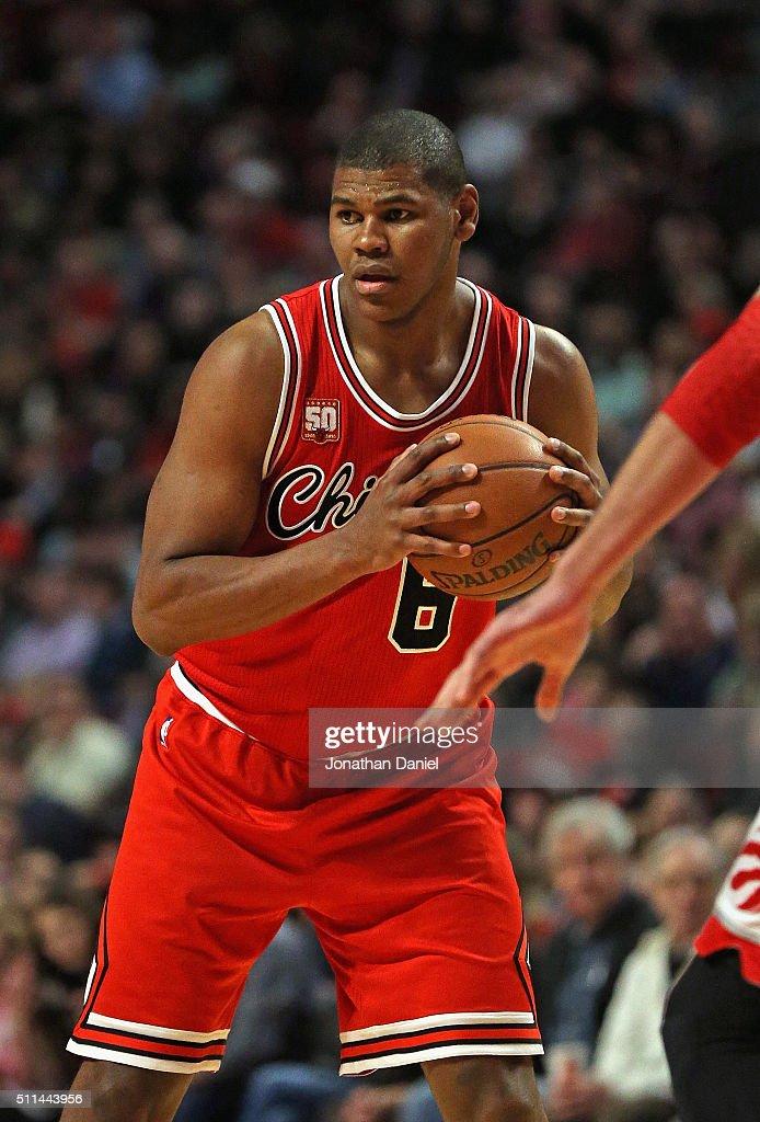 Cristiano Felicio of the Chicago Bulls looks to pass against