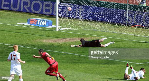 Cristiano Lucarelli of Livorno scores the opening goal during the Serie A match between AS Livorno Calcio and AS Roma at Stadio Armando Picchi on...