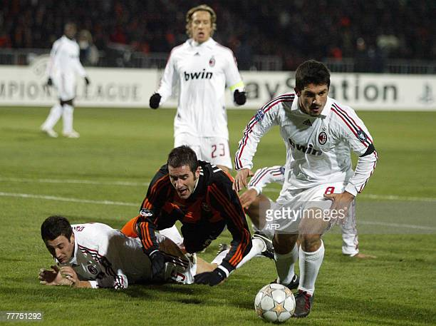 Cristiano Lukarelli of FC Shakhtar vies with Gennaro Gattuso of AC Milan during their UEFA Champion's League Group D football match in Donetsk 06...