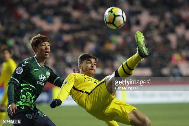 Cristiano of Kashiwa Reysol attempts an overhead kick during the AFC Champions League Group E match between Jeonbuk Hyundai Motors and Kashiwa Reysol...