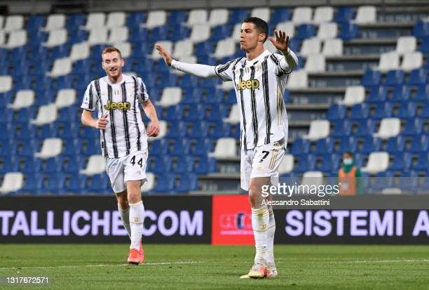 Cristiano Ronaldo of Juventus celebrates after scoring their side's second goal during the Serie A match between US Sassuolo and Juventus at Mapei...