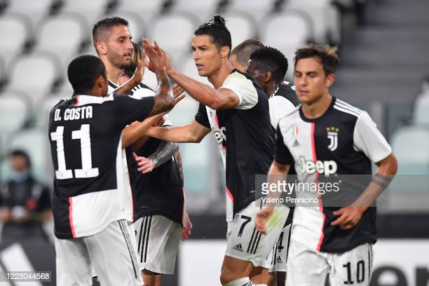 Cristiano Ronaldo of Juventus celebrates his goal from the penalty spot with team mates during the Serie A match between Juventus and US Lecce at...