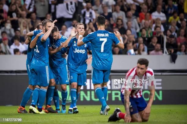 Cristiano Ronaldo of Juventus Giorgio Chiellini of Juventus and other teammates celebrate the goal by Sami Khedira of Juventus that tied up the score...