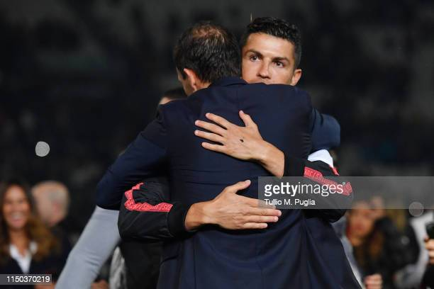 Cristiano Ronaldo of Juventus huhs head coach Massimiliano allegri during the awards ceremony after winning the Serie A Championship during the Serie...