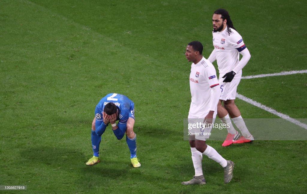 Olympique Lyon v Juventus - UEFA Champions League Round of 16: First Leg : ニュース写真