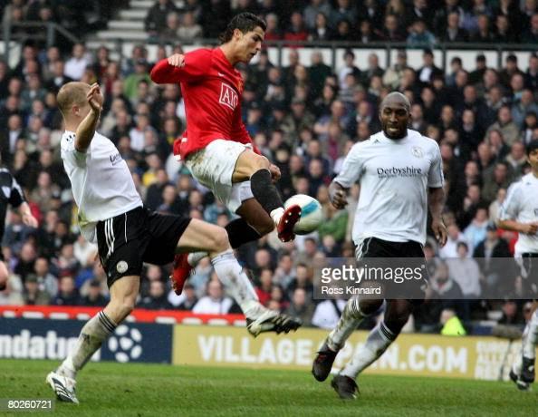 derby v manchester united premier league foto e