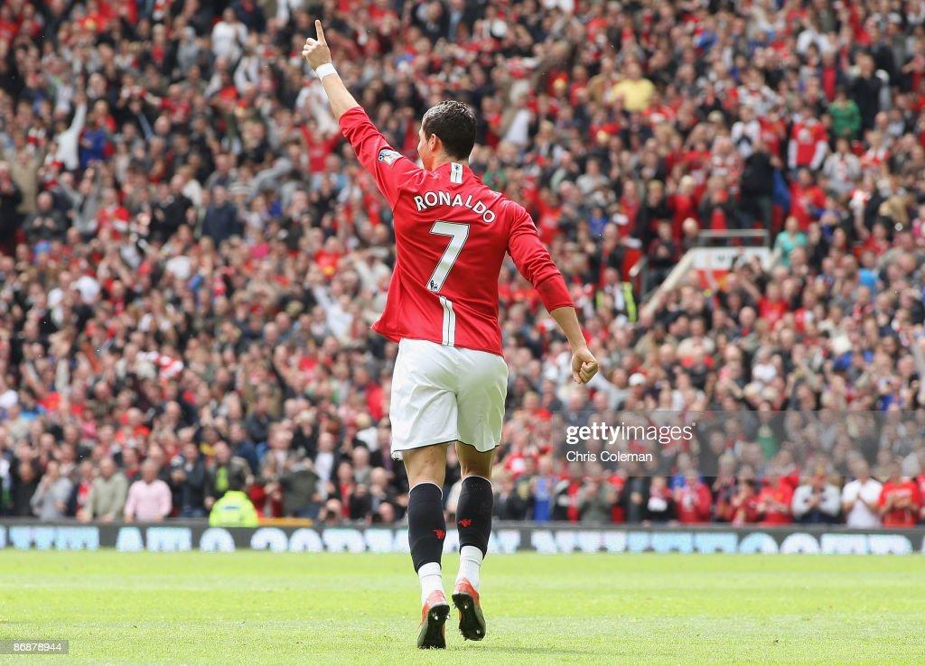 Manchester United v Manchester City : News Photo