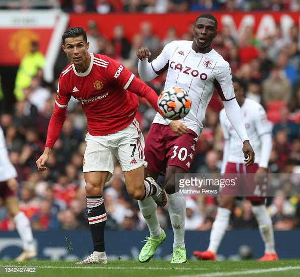 Cristiano Ronaldo of Manchester United in action with Kortney Hause... News  Photo - Getty Images