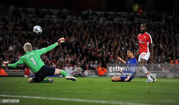 Cristiano Ronaldo of Manchester United scores past Manuel Almunia of Arsenal to make it 03