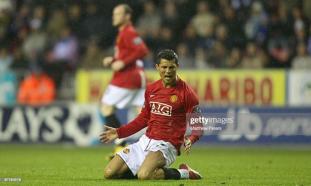 Wigan Athletic v Manchester United : News Photo