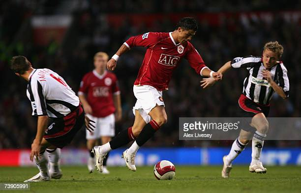 Cristiano Ronaldo of Manchester United surges away from Phil Jagielka and Derek Geary of Sheffield United during the Barclays Premiership match...