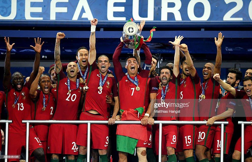 Portugal v France - Final: UEFA Euro 2016 : Fotografía de noticias