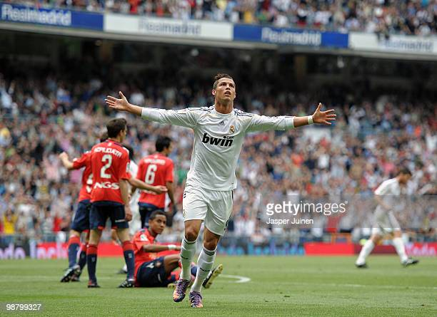 Cristiano Ronaldo of Real Madrid celebrates scoring his sides equalizing goal during the La Liga match between Real Madrid and Osasuna at the Estadio...