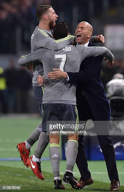 Cristiano Ronaldo of Real Madrid CF celebrates the opening goal with Sergio Ramos and head coach Zinedine Zidane during the UEFA Champions League...
