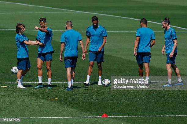 Cristiano Ronaldo of Real Madrid CF excersises with teammates Luka Modric Karim Benzema Raphael Varane Carlos Casemiro and Gareth Bale during a...