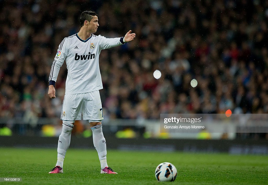 Cristiano Ronaldo of Real Madrid CF gives instructions to his team-mates before taking a free kick during the La Liga match between Real Madrid CF and RCD Mallorca at Santiago Bernabeu Stadium on March 16, 2013 in Madrid, Spain.