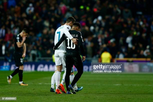 Cristiano Ronaldo of Real Madrid CF hugs Neymar JR of Paris SaintGermain during the UEFA Champions League Round of 16 First Leg match between Real...