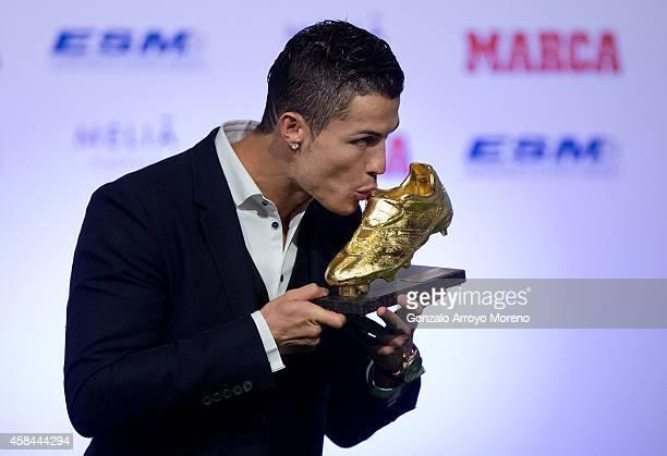 Cristiano Ronaldo of Real Madrid CF kisses his Golden Boot 2014 award at Melia Castilla hotel on November 5 2014 in Madrid Spain Cristiano Ronaldo's...