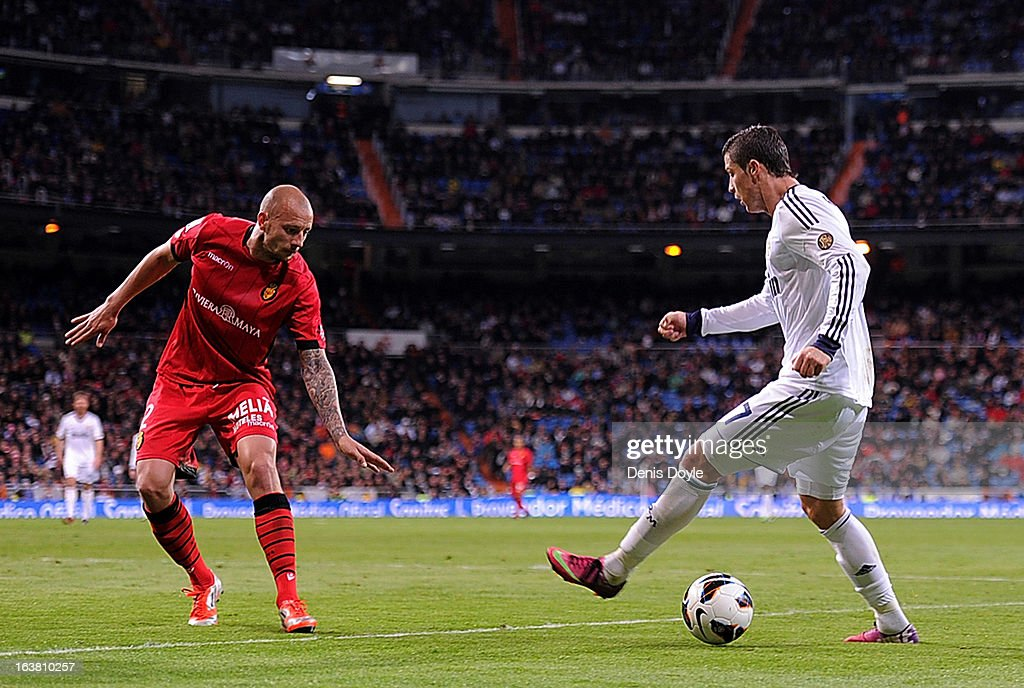 Cristiano Ronaldo (R) of Real Madrid CF takes on Alan Hutton of RCD Mallorca during the La Liga match between Real Madrid CF and RCD Mallorca at estadio Santiago Bernabeu on March 16, 2013 in Madrid, Spain.