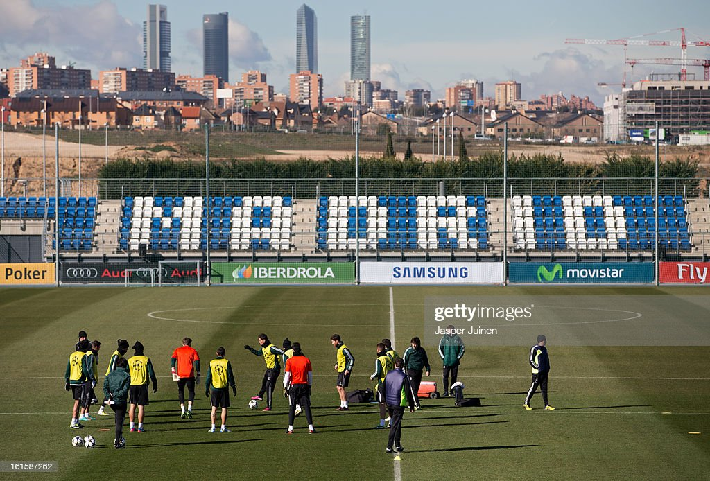 Cristiano Ronaldo (C) of Real Madrid excercises with his teammates ahead of the UEFA Champions League match between Real Madrid CF and Manchester United at the Valdebebas training ground on February 12, 2013 in Madrid, Spain.