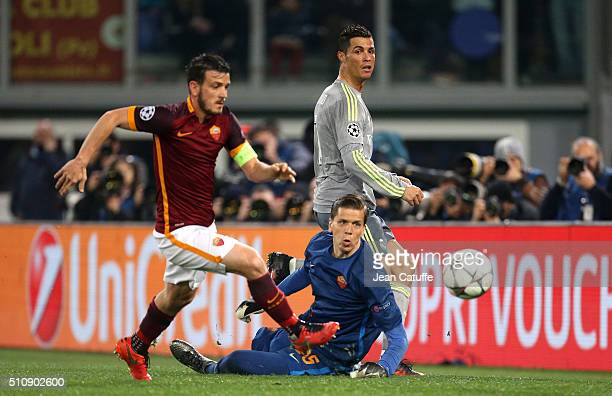 Cristiano Ronaldo of Real Madrid in action with Alessandro Florenzi and Wojciech Szczesny of Roma during the UEFA Champions League round of 16 first...