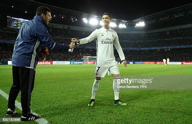 7981119be2 Cristiano Ronaldo of Real Madrid is handed a water bottle prior to kick off  during the