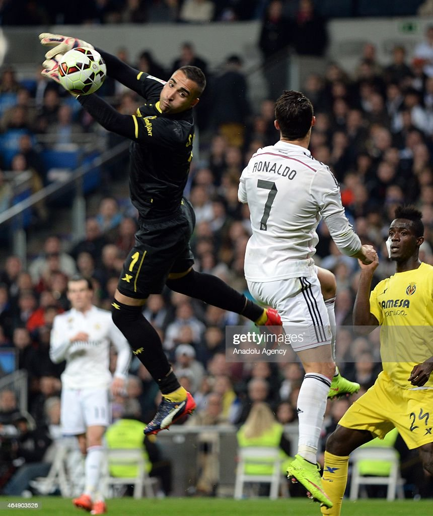 Cristiano Ronaldo (7) of Real Madrid is in action against Sergio Asenjo (1) of Villarreal during the La Liga match between Real Madrid and Villarreal at Estadio Santiago Bernabeu in Madrid, Spain on March 1, 2015.