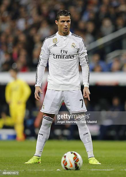 Cristiano Ronaldo of Real Madrid lines up a free kick during the La Liga match between Real Madrid CF and Villarreal CF at Estadio Santiago Bernabeu...