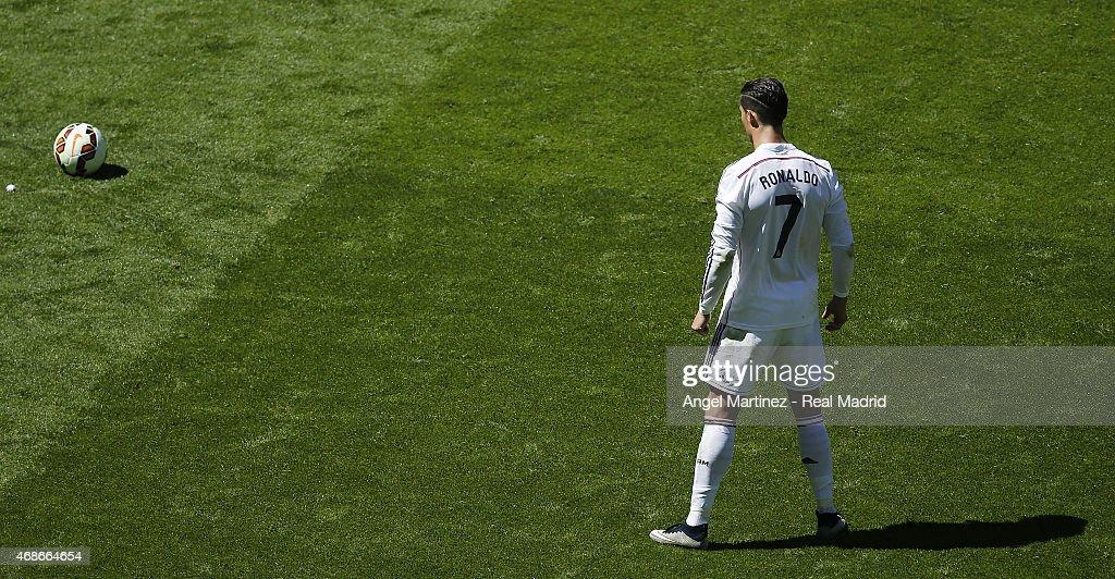 Cristiano Ronaldo of Real Madrid lines up a free kick during the La Liga match between Real Madrid CF and Granada CF at Estadio Santiago Bernabeu on April 5, 2015 in Madrid, Spain.