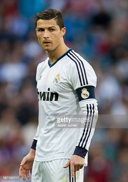 Cristiano ronaldo 2013 getty images cristiano ronaldo of real madrid looks before taking a free kick during the la liga match voltagebd Gallery