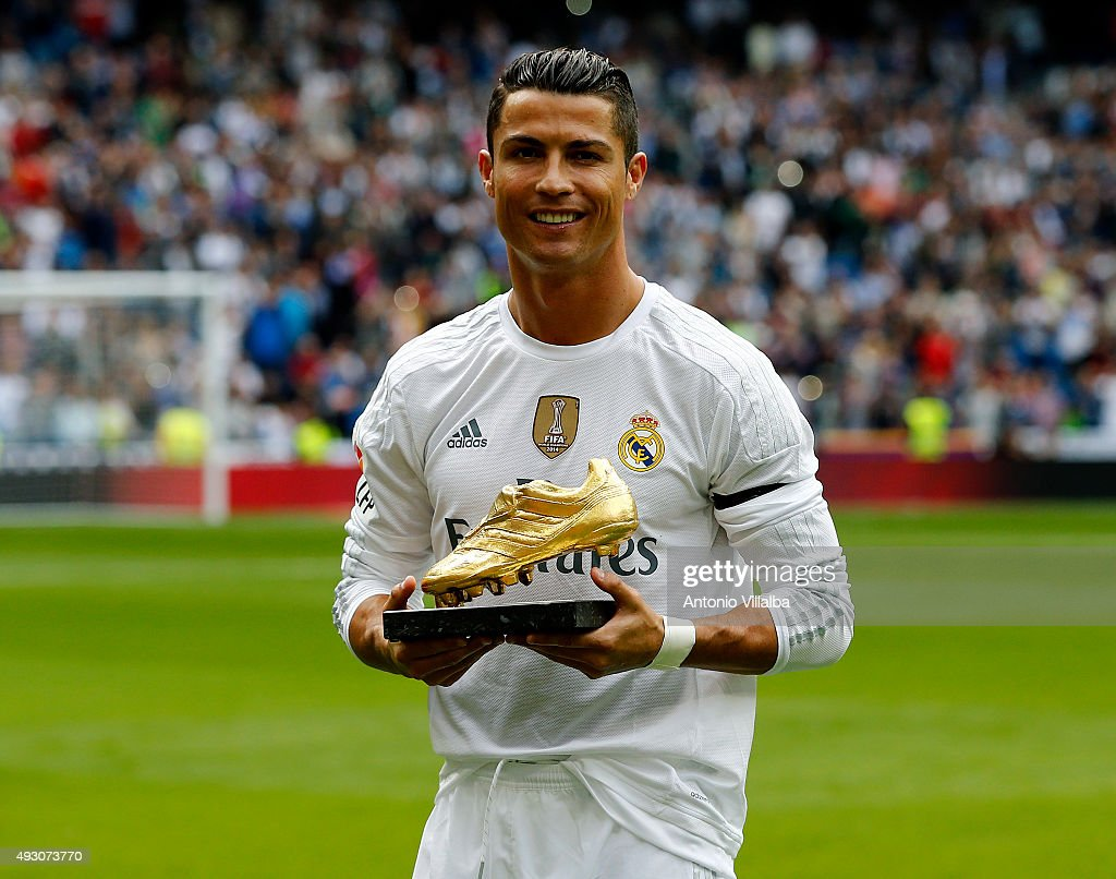 Cristiano Ronaldo of Real Madrid poses with his Golden Shoe award during the La Liga match between Real Madrid CF and Levante UD at Estadio Santiago Bernabeu on October 17, 2015 in Madrid, Spain.