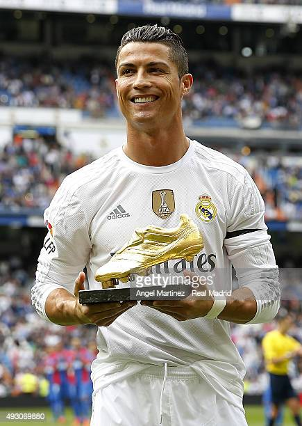 Cristiano Ronaldo of Real Madrid poses with his Golden Shoe award prior to the La Liga match between Real Madrid CF and Levante UD at Estadio...