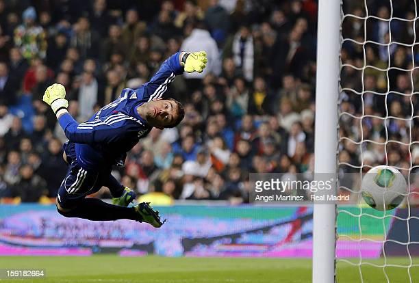 Cristiano Ronaldo of Real Madrid scores the opening goal past Goalkeeper Sergio Alvarez of Celta de Vigo during the round of 16 Copa del Rey second...