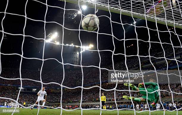 Cristiano Ronaldo of Real Madrid scores the winning penalty past Jan Oblak of Atletico Madrid during the UEFA Champions League Final match between...