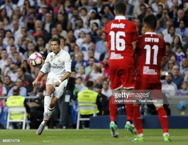 Cristiano Ronaldo of Real Madrid takes a free kick during the La Liga match between Real Madrid and Sevilla FC at Estadio Santiago Bernabeu on May 14...