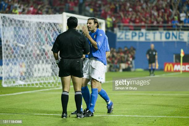 Cristiano Zanetti of Italy argues with the referee Byron Moreno during the World Cup round 16 match between South Korea and Italy at the Daejeon...