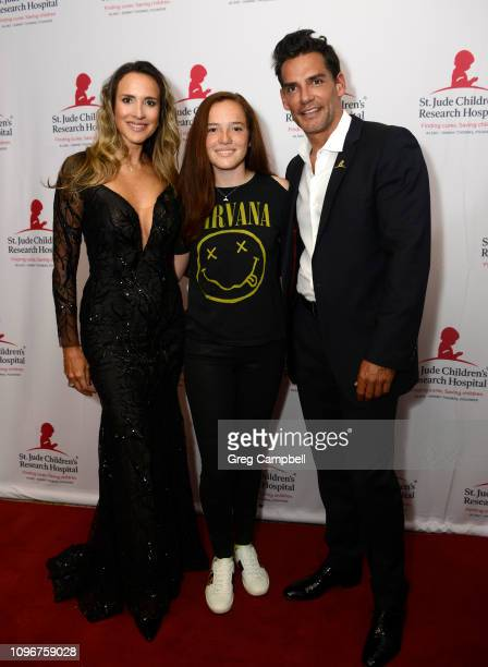 Cristián de la Fuente and Angelica Castro with their daughter Laura on the red carpet at the St Jude Promesa y Esperanza at The Peabody on January 19...
