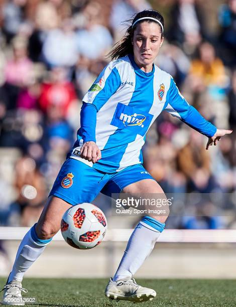 Cristina Baudet of RCD Espanyol controls the ball during the Iberdrola Women's First Division match between FC Barcelona and RCD Espanyol at the...