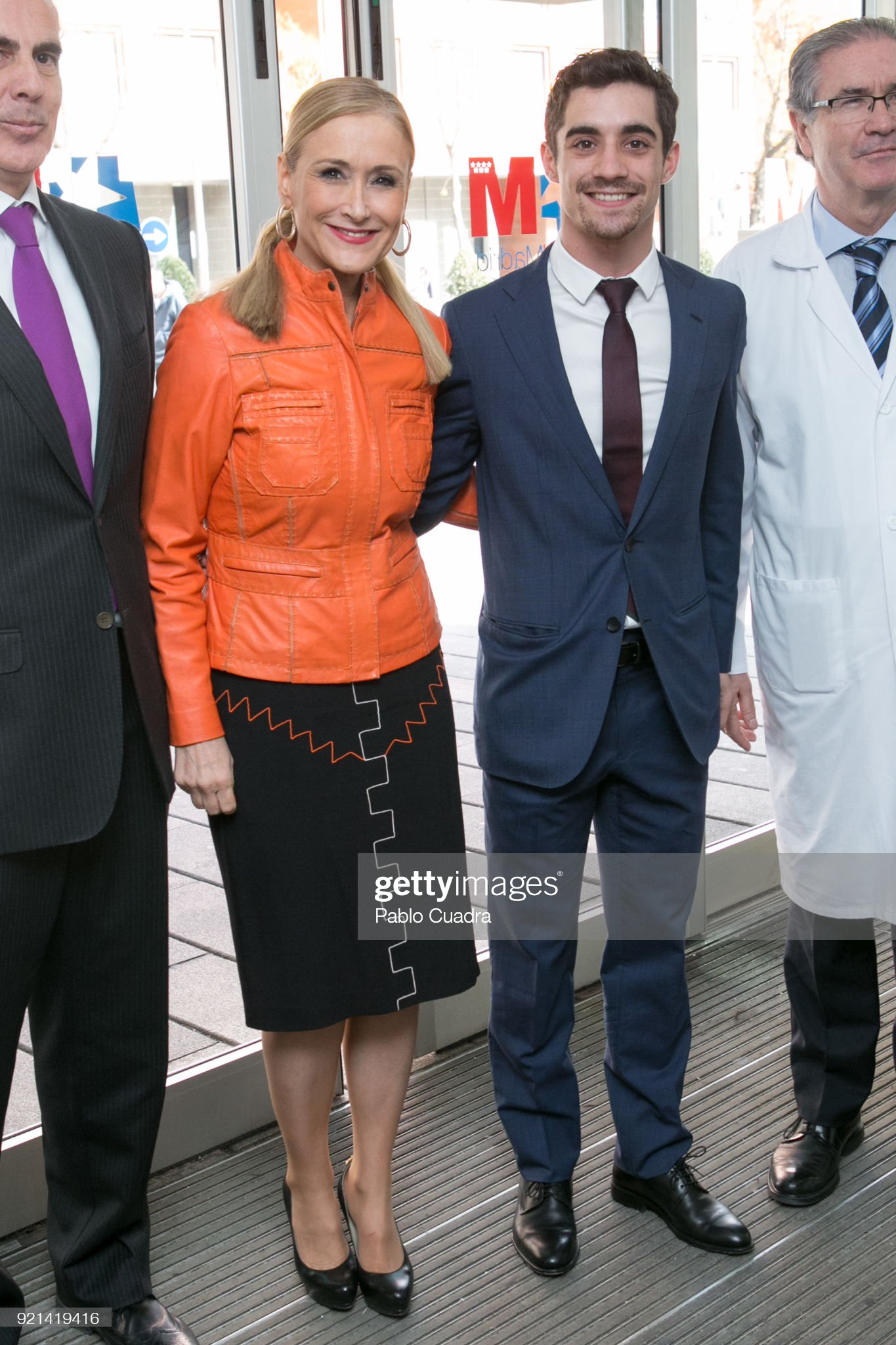 ¿Cuánto mide Cristina Cifuentes? - Altura Cristina-cifuentes-and-figure-skater-javier-fernandez-visit-the-to-picture-id921419416?s=2048x2048