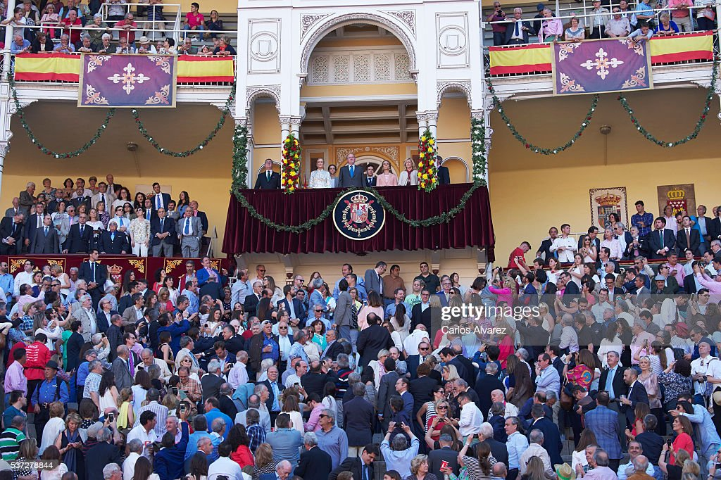 Cristina Cifuentes, Victoria Federica de Marichalar y Borbon, King Juan Carlos, Felipe Juan Froilan de Marichalar y Borbon, Princess Elena de Borbon and Concepcion Dancausa attend La Beneficiencia Bullfight at Las Ventas Bullring on June 1, 2016 in Madrid, Spain.