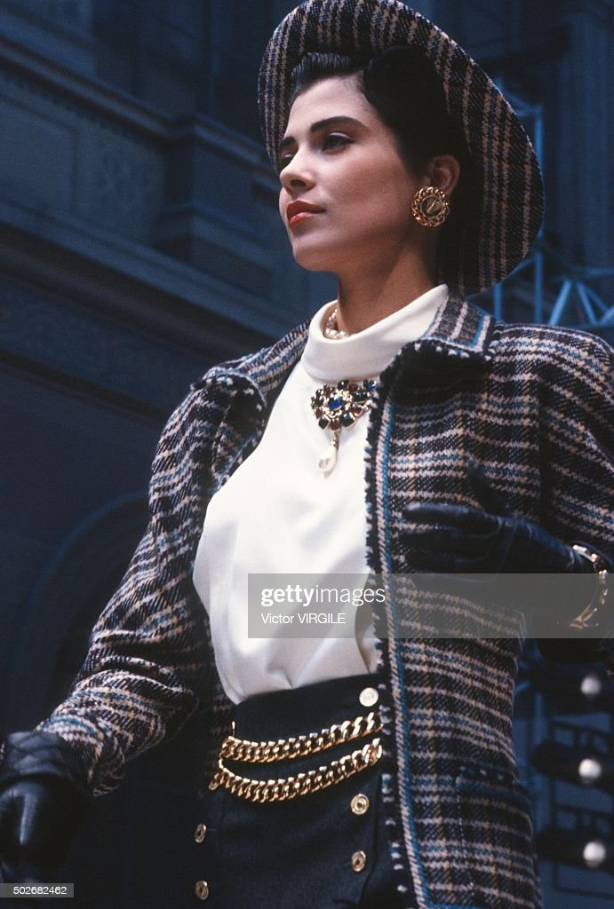 Chanel - Runway - Haute Couture Fall/Winter 1986-1987 : News Photo