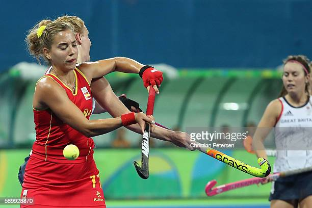 Cristina Guinea of Spain attempts to control the ball during the quarter final hockey game against Great Britain on Day 10 of the Rio 2016 Olympic...
