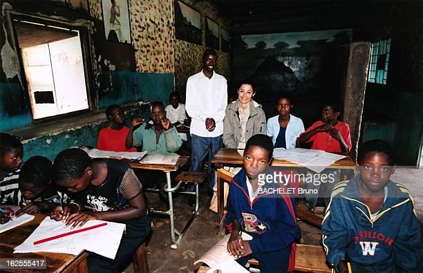 Cristina Owen-Jones In War Against Aids. Cristina OWEN -JONES nommée ambassadrice de bonne volonté de l'Unesco : en tournée en Afrique australe dans...