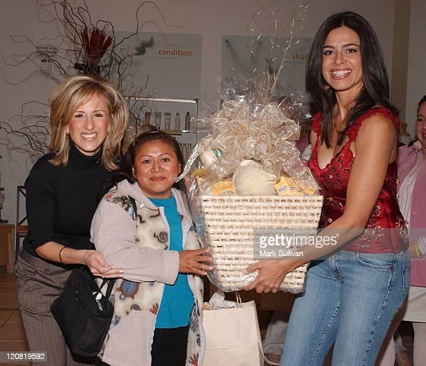Cristina Perez basket winning guest and Estephania LeBaron