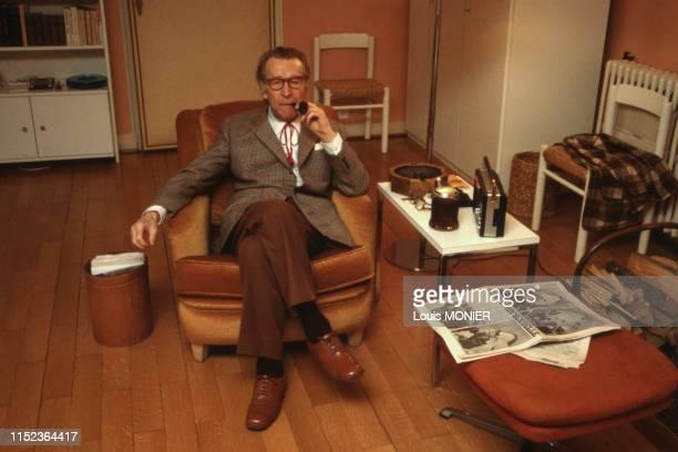 écrivain belge Georges Simenon chez lui en octobre 1981, France.