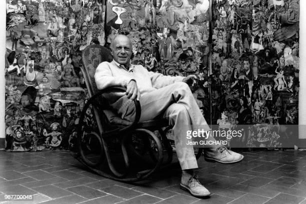 L'écrivain Claude Simon Prix Nobel de Littérature 1985 chez lui le 18 octobre 1985 à Salses France