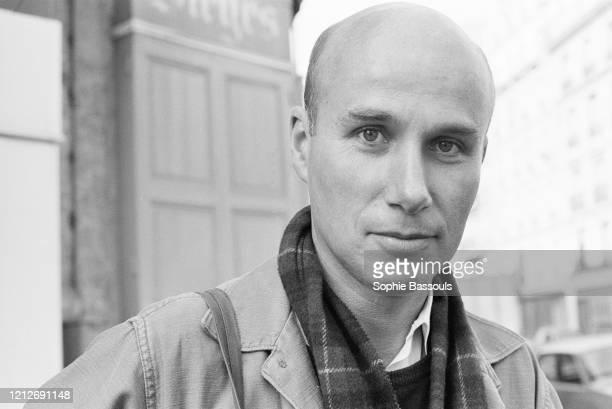 écrivain français Gabriel Matzneff dans les rues de Paris