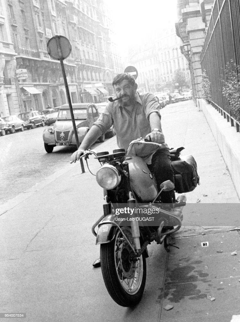 L Ecrivain Francais Jean Pierre Chabrol Posant Sur Sa Moto