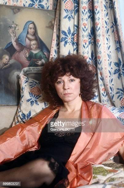 L'écrivain réalisatrice Régine Deforges lors du tournage de son film 'Les filles de madame Claude' adaptation de son livre 'Les contes pervers' en...